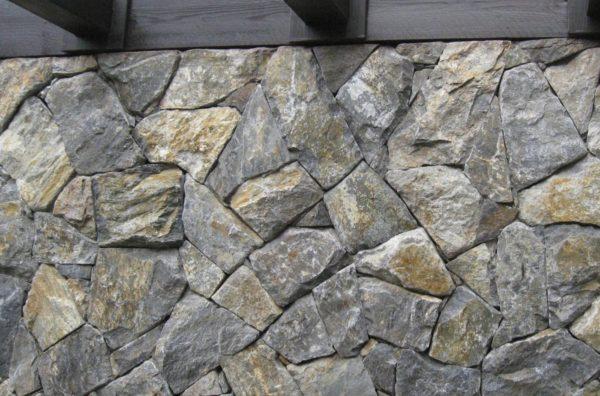 Hrubý obklad z kamene