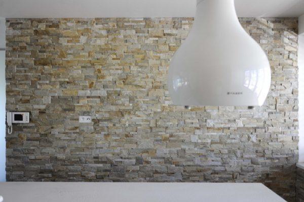 obklad interiéru z přírodního kamene